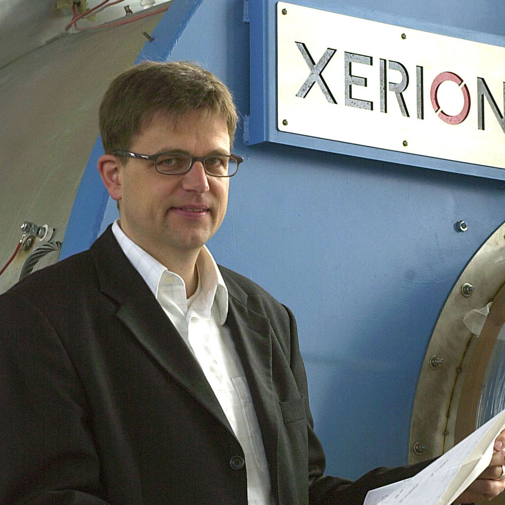 Dr. Lohse in front of X.ROTATE drum kiln